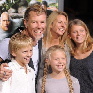 Джеймс Хетфйилд с женой Франческой и детьми